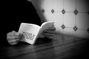 leer al reves un libro