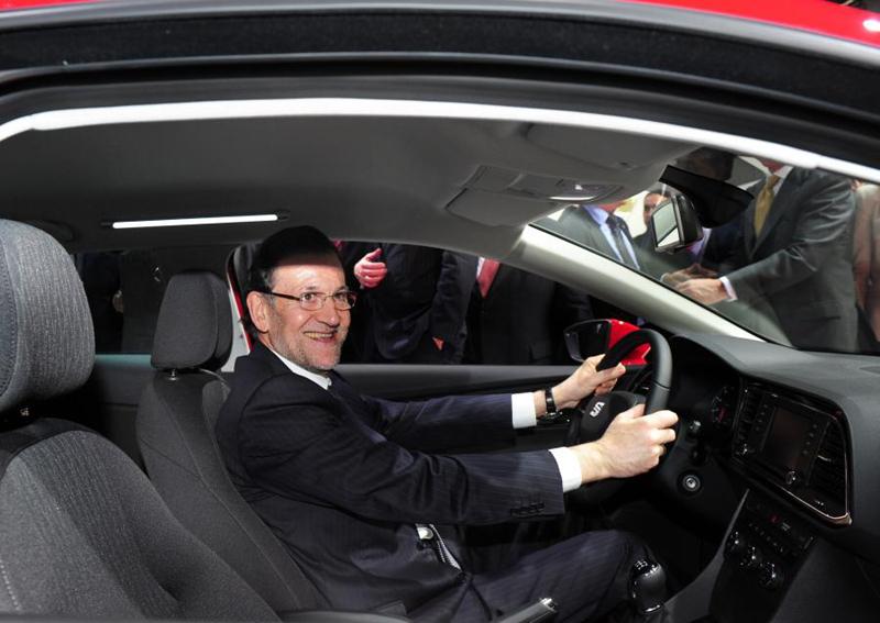 Rajoy con su Dacia de segunda mano en Alicante