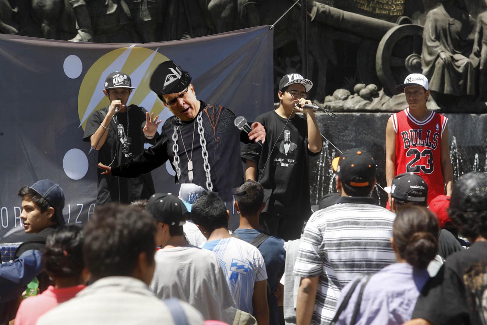 Con el apoyo del ayuntamiento de Guadalajara Jovenes raperos se