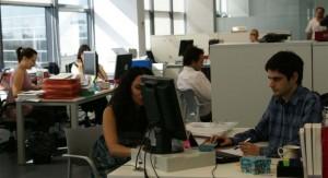 Empresario desaloja a sus empleados por trabajar demasiado