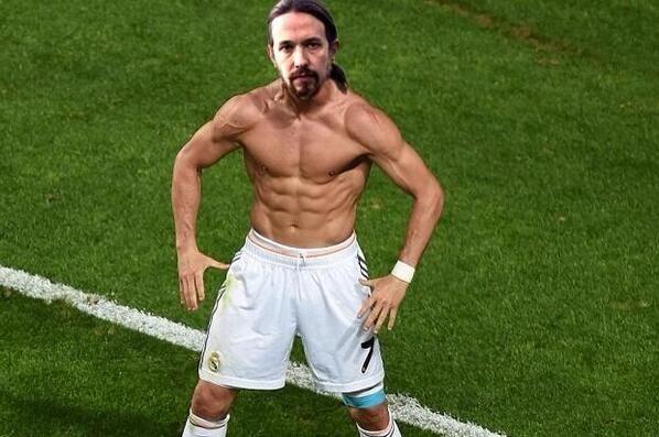 Memedeportes Gif Taconcito De Pablo Iglesias Jugando A Futbol El