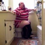 Hombre diagnosticado con Depresión Postparto tras pasar cuatro horas defecando