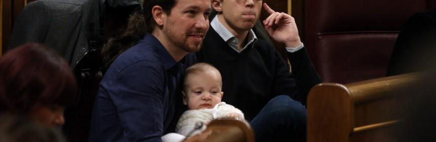 Pablo Iglesias y el hijo de Bescansa