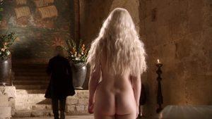 Emilia Clarke desnuda de espaldas