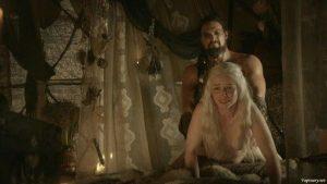 Emilia Clarke teniendo sexo