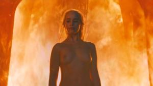 Daenerys argaryen desnuda en fuego
