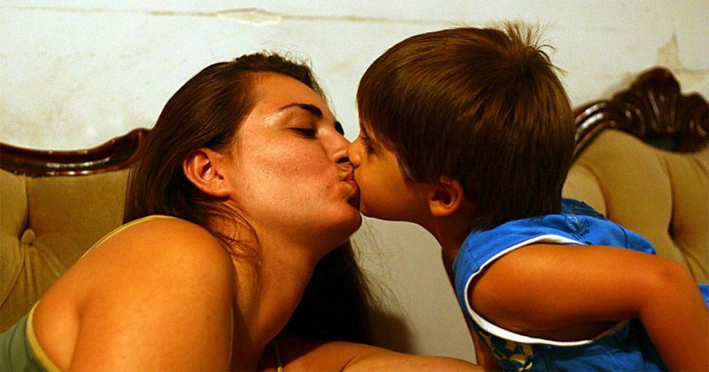besar bebes en los labios